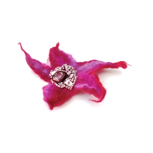 Pink nemez kitűző óriás bross hajékszer gyöngyökkel (Hera) - Meska.hu