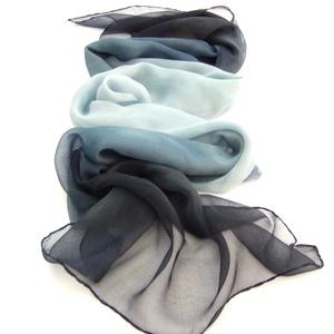 Kék fekete ombré hernyóselyem sál (Hera) - Meska.hu