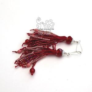 Piros rojtos gyöngy bojt fülbevaló, Ékszer, Fülbevaló, Gyöngyfűzés, gyöngyhímzés, Ékszerkészítés, Textil és gyöngy kollekcióm piros színű darabja.\nBohém rojtos fülbevaló amolyan HErás fazon. Ha szer..., Meska