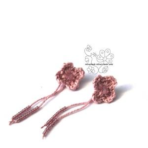 Rózsaszín kisvirág bedugós fülbevaló, Ékszer, Fülbevaló, Textil és gyöngy kollekcióm halvány rózsaszínszínű darabja. A kisvirág fülbevaló amolyan HErás fazon..., Meska