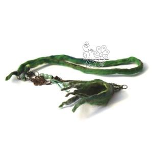 Angyal virág nemez nyaklánc zöld, Ékszer, Nyaklánc, Nemezelés, Ékszerkészítés,  Puha merinó gyapjú szöszből nemezelt virág angyal hosszú nyaklánccal, amolyan HErás fazonú bohém ro..., Meska