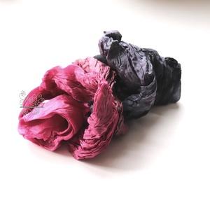 Pink és fekete hosszú sál gyűrt, Táska, Divat & Szépség, Ruha, divat, Sál, sapka, kesztyű, Sál, Öv, Selyemfestés, Varrás, Színterápia borúsabb napokra. Ez a sálam a pink és fekete kombinációja.\nHordhatod nyakadba, hajadba ..., Meska