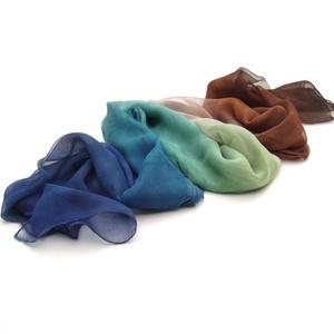 Kék és barna ombré festésű hernyóselyem sál (Hera) - Meska.hu