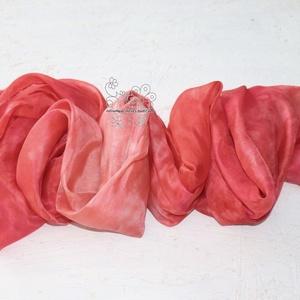 Korall hernyóselyem sál, Ruha & Divat, Sál, Sapka, Kendő, Stóla, Selyemfestés, Korall sálam korall pirosak színátmeneteivel kézzel festettem. A közepe világosabb a keskenyebb vége..., Meska