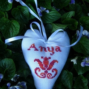 Anyának/Anyunak., Lakberendezés, Otthon & lakás, Dekoráció, Táska, Divat & Szépség, Hímzés, Varrás, Gyergyói keresztszemes tulipánnal/hímzéssel díszített dekorációs szív, mely kedves ajándék lehet maj..., Meska