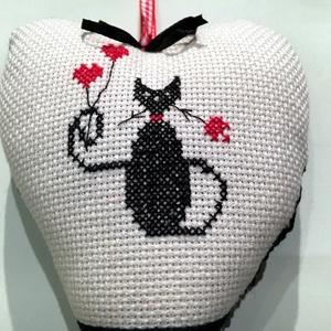BLACK CAT. Akár Bálint-napra is :) (herisson) - Meska.hu