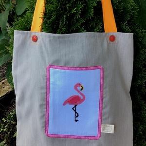 I LOVE COLOURS. Flamingós shopper., Táska, Táska, Divat & Szépség, Válltáska, oldaltáska, Tarisznya, Hímzés, Újrahasznosított alapanyagból készült termékek, Keresztszemes hímzéssel készült flamingó díszíti ezt a bevásárló szatyrot; \n\na megszokott minőségben..., Meska