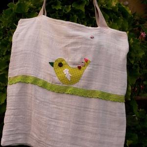 BIRDIE WITH ROSES. Madárkás shopper. , Táska, Divat & Szépség, Táska, NoWaste, Tarisznya, Újrahasznosított alapanyagból készült termékek, Patchwork, foltvarrás, Pöttyös madárka díszíti ezt az újrahasznosított szőtt, légiesen könnyű anyagból készült szaladgálóst..., Meska