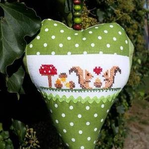 GOMBÁZÓ MÓKUSOK.  Szív alakú függődísz ajtóra/ablakra, Függődísz, Dekoráció, Otthon & Lakás, Hímzés, Varrás, Kedves őszi vagy karácsonyváró lakás/iroda/osztányterem-dekoráció.\n\nSzilikonos PE töltet.\n\nMérete: 2..., Meska