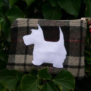 I LOVE SCOTLAND. Kozmetikai táska/pénztárca., Táska, Divat & Szépség, Táska, Neszesszer, Pénztárca, tok, tárca, Pénztárca, Gyerek & játék, Varrás, Újrahasznosított alapanyagból készült termékek, Kedves darab a hozzám hasonló Skócia és  kutyaimádóknak :)\n\nMérete: 18 cm hosszú, 14 cm magas.\n\nEgy ..., Meska