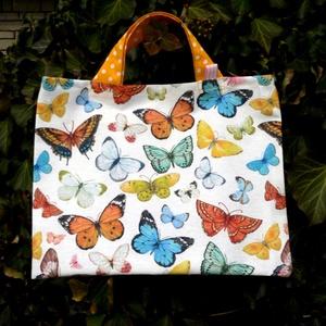 BUTTERFLIES. Mini-shopper tízórainak., Shopper, textiltáska, szatyor, Bevásárlás & Shopper táska, Táska & Tok, Varrás, 35 x 27 cm-es shopper tízórainak.\n\nMinőségi, designer vászonból készült,\n\nnagyon attraktív darab!\n\n\n..., Meska
