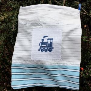 TRAIN. Tároló-zsák kisfiúknak., Táska & Tok, Hátizsák, Kishátizsák, Hímzés, Újrahasznosított alapanyagból készült termékek, Babaholmi/zokni tárolására is kiválóan alkalmas.\n\nMérete 35 x 27 cm. \n\n, Meska