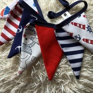 NAUTICA. Zászlófüzér. , Otthon & lakás, Lakberendezés, Férfiaknak, Dekoráció, Varrás, 1,2 méter hosszú, 7 db zászlóból álló bunting tengerész stílusban.\n\n, Meska