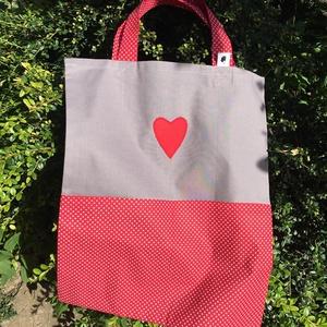 The Red Heart. Jellel ellátott zsebes ovis zsák., Egyéb ovis kiegészítő, Ovis zsák & Ovis szett, Játék & Gyerek, Varrás, Erős, jól pakolható \nelején 2 osztott zsebbel, füllel ellátott,\novisoknak váltóruha tárolására szánt..., Meska