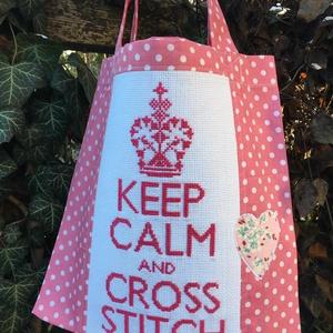 KEEP CALM....... Mini-shopper kereszt-szemezőknek. , Táska & Tok, Bevásárlás & Shopper táska, Shopper, textiltáska, szatyor, Hímzés, Varrás, Vidám-romantikus shopper, mely a hímzés megnyugtató erejét hirdeti :)\n\nA keresztszemes hímzéssel kés..., Meska