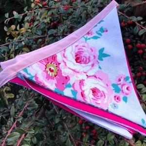 GAZEBO FLORAL TAPE. Bunting/girland/zászlófüzér., Otthon & Lakás, Dekoráció, Falra akasztható dekor, Varrás, Romantikus zászlófüzér. \n6 db zászló- 125 cm hosszú.\n, Meska