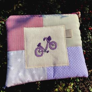 BIKE IN LILAC. Lila biciklis patchwork neszi vagy bármitartó, Táska & Tok, Neszesszer, Hímzés, Újrahasznosított alapanyagból készült termékek, Meska