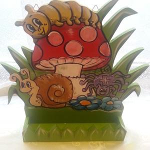 Óvodai Napos tábla polccal, Egyéb ovis kiegészítő, Ovis zsák & Ovis szett, Játék & Gyerek, Festészet, Famegmunkálás, Óvodai jeles tábla egyedi elképzelés alapján készül.\nKampóval ellátott 1 cm vastag fenyőfából készül..., Meska