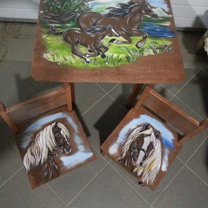 Asztal és szék, Bútor, Otthon & lakás, Asztal, Gyerek & játék, Gyerekszoba, Famegmunkálás, Festészet,  Asztal és szék\n\nAz aukció tárgya 1 db asztal és hozzá 2db szék\nFenyő alapanyagból készült egyedi fe..., Meska