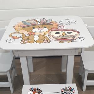 Gyerek Asztal és szék , Asztal, Bútor, Otthon & Lakás, Famegmunkálás, Festészet,  Asztal és szék\n\nAz aukció tárgya 1 db asztal és hozzá 2db szék\nFenyő alapanyagból készült egyedi ké..., Meska