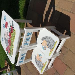 Asztal és székek , Bútor, Otthon & lakás, Asztal, Gyerek & játék, Gyerekszoba, Famegmunkálás, Festészet,  Asztal és szék  \n\n\nAz aukció tárgya 1 db asztal és hozzá 2db szék\nFenyő alapanyagból készült egyedi..., Meska