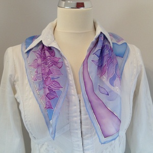 Lila-kék selyemkendő, Táska, Divat & Szépség, Ruha, divat, Sál, sapka, kesztyű, Sál, Selyemfestés, Tavaszi-nyári ruhatár üde színfoltja lehet ez a kis kendő. Pasztell színeket használtam és ezüst kon..., Meska