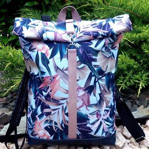 Kék-rose mintás hátitáska, vízálló - valódi bőrrel - laptoptáska - nagyobb méretben, Táska & Tok, Hátizsák, Roll top hátizsák, Sötétkék marhabőrrel, illetve kék-rose-szürkéskék virágmintás vízálló szövettel készült  a táska ele..., Meska