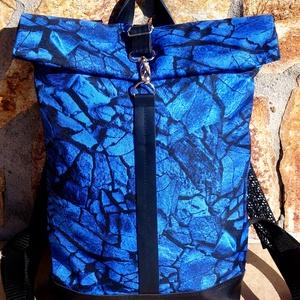 Türkizkék- kék- fekete mintás hátitáska- valódi bőrrel - vízálló, Táska & Tok, Hátizsák, Roll top hátizsák, Fekete marhabőrrel illetve türkizkék, kék-fekete mintás vízlepergető gyöngyvászonnal készült  a tásk..., Meska
