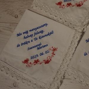 Esküvői szülőköszöntő keszkenő, Szülőköszöntő ajándék, Emlék & Ajándék, Esküvő, Hímzés, Esküvői szülőköszöntő ajándék\nA megrendelés a képen látható szövegezés érvényes. \n\nMa még leány, \nHo..., Meska