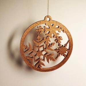 Karácsonyfa dísz, lézervágott, 4 mm vastag fából, kérésre színre festett, Karácsony & Mikulás, Karácsonyfadísz, Karácsonyfadíszként vagy ajándékkísérőként használható korong. Egyedi tervezésű, 4 mm rétegelt nyírf..., Meska