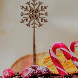 Tortabeszúró, karácsony, hópehely, 3 cm átmérőjű, lézervágott, 4 mm vastag nyírfából, festhető, Karácsony, Karácsonyi dekoráció, Kulinária (élelmiszer), Famegmunkálás, Festett tárgyak, Tortabeszúró, karácsonyra, hópehely mintával.\n3 cm széles, 10 cm magas.\n4 mm-es rétegelt nyírfából k..., Meska