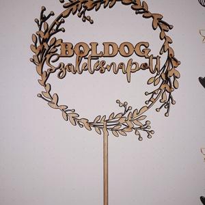"""Tortabeszúró """"Boldog születésnapot"""" felirattal, fából lézerrel kivágva, kérésre festett, Otthon & Lakás, Sütikiszúró, Konyhafelszerelés, A tortabeszúró egy koszorú mintázat, amelyben a Boldog születésnapot felirat található, vidám, divat..., Meska"""