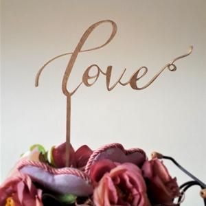 """Esküvői tortabeszúró dekoráció """"LOVE"""" felirattal, Esküvő, Sütidísz, Dekoráció, Tortabeszúró, aranyra festve, 4 mm-es rétegelt nyárfából lézerrel kivágva, akrilfestékkel festve. A ..., Meska"""