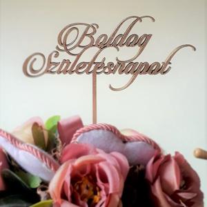 Boldog születésnapot feliratú tortabeszúró, Otthon & Lakás, Sütidísz, Konyhafelszerelés, Gyönyörű, dekoratív betűkkel készült, lézervágott torta- és csokorbeszúró. 4 mm vastag rétegelt leme..., Meska