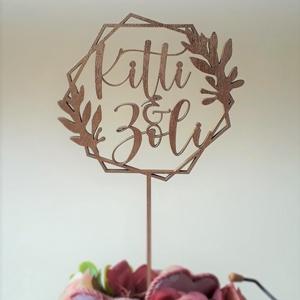 Esküvői tortadekoráció, beszúró pálcával, hatszög mintával, Sütidísz, Dekoráció, Esküvő, Famegmunkálás, Festett tárgyak, Esküvői tortadekoráció, egyedi megrendelésre, a nászpár nevével ellátva. Használható csokorban , kos..., Meska