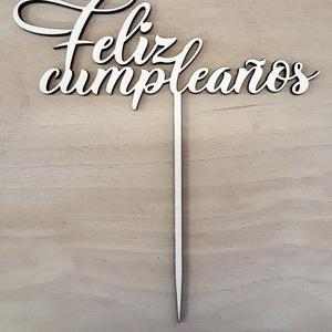 Születésnapi tortabeszúró, Feliz cumpleaños felirattal, Élelmiszer, Édesség, Famegmunkálás, Lézervágott tortadísz, rétegelt natúr fából.\nMérete: 14 x 15 cm\nKérhető más méretben és festett vált..., Meska