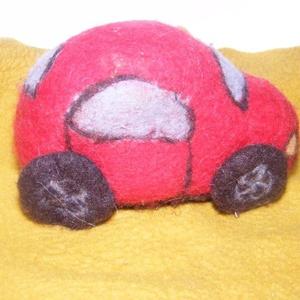 Játékautó, Autó & Motor, Plüssállat & Játékfigura, Játék & Gyerek, Nemezelés, Kizárólag gyapjúból készült játékautó.\n\nMéretei: 15x10x8 cm.\n\nMás méretben és színben is elkészíthet..., Meska
