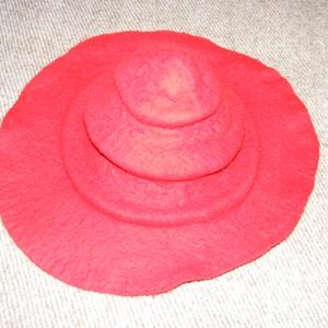 Nôi kalap, Táska, Divat & Szépség, Nemezelés, Merinó gyapjúból nemezelt női kalap, széles karimával.\nElegáns fejfedő bármilyen ruházathoz. Kivitel..., Meska