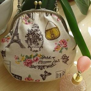 Párizsi romantika, Táska, Varrás, Párizsi romantika elnevezésű táska vászon anyagból készült az alja pedig krém színű textilbőrből va..., Meska