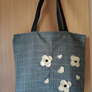 Arany virágok szatyor, Táska, Táska, Divat & Szépség, Válltáska, oldaltáska, Szatyor, Varrás, Ezt a táskát újra hasznosított szövet anyagokból készítettem. A táskát hírlap mintás pamut vászon an..., Meska
