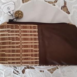 barna bőr neszeszer, Táska, Divat & Szépség, Táska, Neszesszer, Bőrművesség, Varrás, A táskát kárpitanyag és bőr kombinálásával készítettem, melyet mintás pamutvászonnal béleltem. A tás..., Meska