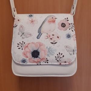 Saci madaras kis táska, Táska, Divat & Szépség, Táska, Válltáska, oldaltáska, Bőrművesség, Ezt a táskát fehér és fehér alapon mintás textilbőrök kombinálásával készítettem, rózsaszín alapon f..., Meska