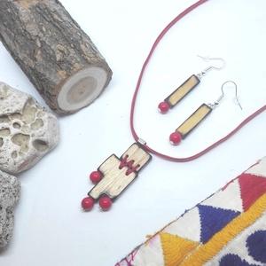 Vöröske szett fával, Ékszerszett, Ékszer, Famegmunkálás, Ékszerkészítés, Egyedi, kézzel készült fa fülbevaló és nyaklánc vörös jade gyöngyökkel.\nVigyázat, varrva! ;) \nA nyak..., Meska