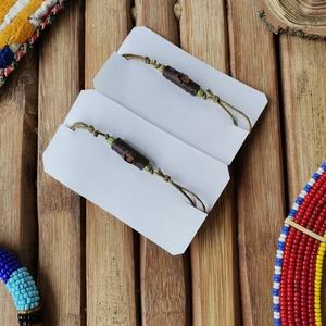 Barátság ágacska karkötő 2×, Ékszer, Karkötő, Ékszerkészítés, Faágból és kása gyöngyből készült zsinóros karkötő. Csúszó csomóval állítható. Nagyon könnyű darab.\n..., Meska