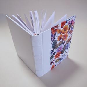 Bőr és festett bőr kötésű, díszes gerinccel ellátott üres lapos könyv, emlékkönyv, vendégkönyv, fotóalbum, jegyzetfüzet , Esküvő, Emlék & Ajándék, Vendégkönyv, Könyvkötés, Valódi bőr kötésben pompázó üres lapos könyv, melyet kedvedre használhatsz kedvenc fotóid őrzésére, ..., Meska