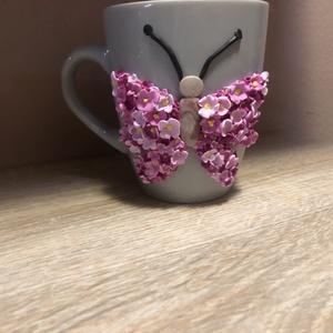 Süthető gyurma pillangós bögre, Otthon & Lakás, Konyhafelszerelés, Bögre & Csésze, Gyurma, Süthető gyurmával díszített 4dl-es szürke bögre, rózsaszín virágokkal. \nAz egyesével,kézzel formázot..., Meska