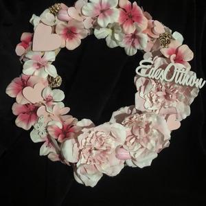 """Rózsaszín kopogtató, Otthon & Lakás, Dekoráció, Ajtódísz & Kopogtató, Virágkötés, Vessző alapú koszorú, rózsaszín selyemvirágokkal illetve lézervágott fa dekorációkkal díszítve. """"Éde..., Meska"""