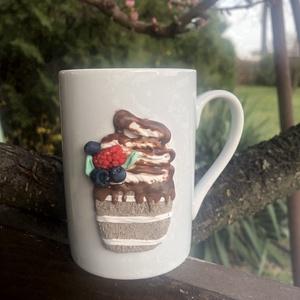 Édes álom bögre, Otthon & Lakás, Konyhafelszerelés, Bögre & Csésze, 3dl-es bögre, melyen fimo süthető gyurmából formázott süti található. Garantáltan cukormentes :)..., Meska