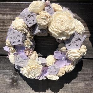 Levendula kopogtató, Otthon & Lakás, Dekoráció, Ajtódísz & Kopogtató, Szalma alapra készült kopogtató, pasztell lila termésekkel, lila hortenziával és bézs kiegészítőkkel..., Meska