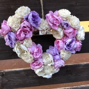 Szív kopogtató, Otthon & Lakás, Dekoráció, Ajtódísz & Kopogtató, Szív alakú vessző alapra készült virágos kopogtató., Meska